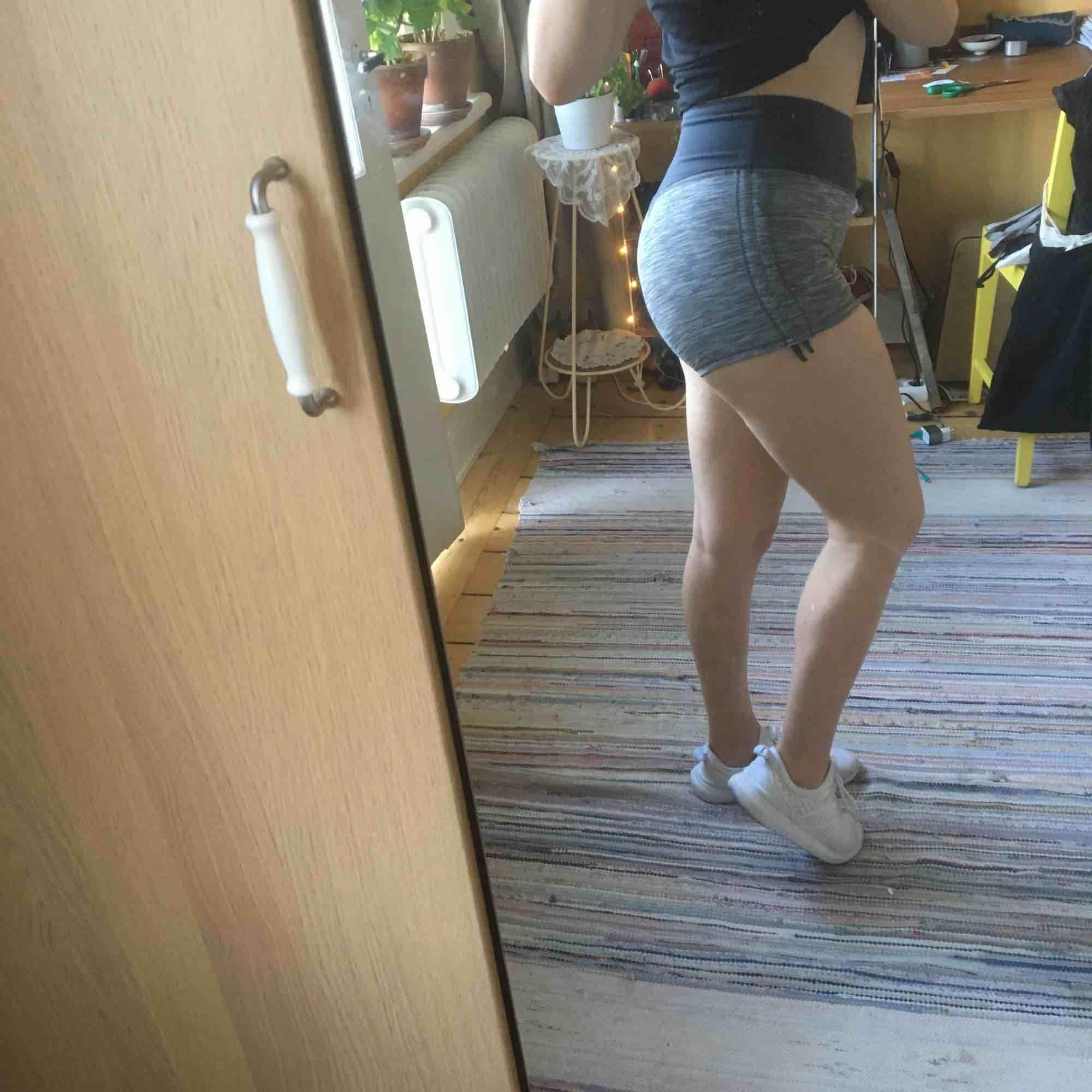 Sköna tränings-shorts. Väldigt sparsamt använda.. Shorts.