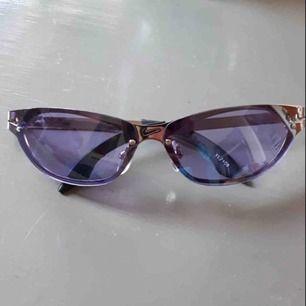 Lila solglasögon från Nike. Frakt tillkommer :)