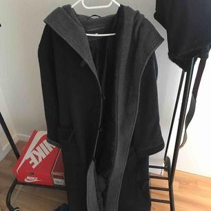 Jättefin kappa från Lindex! Varm och mysig för vintern, kan fraktas :)