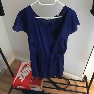 Fin blå jumpsuit från h&m! Fraktas, pris kan diskuteras.
