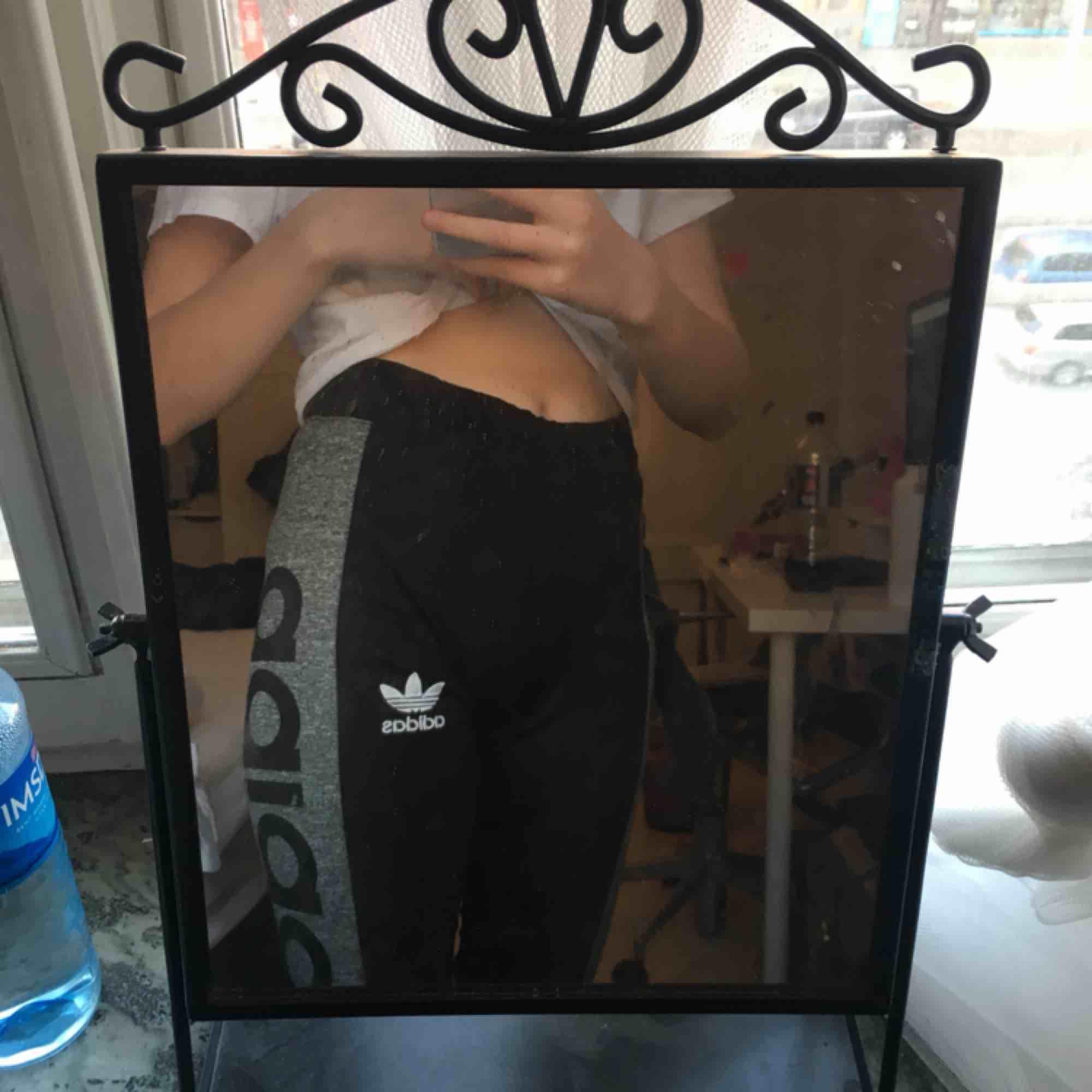 Adidas byxor storlek S. Jeans & Byxor.