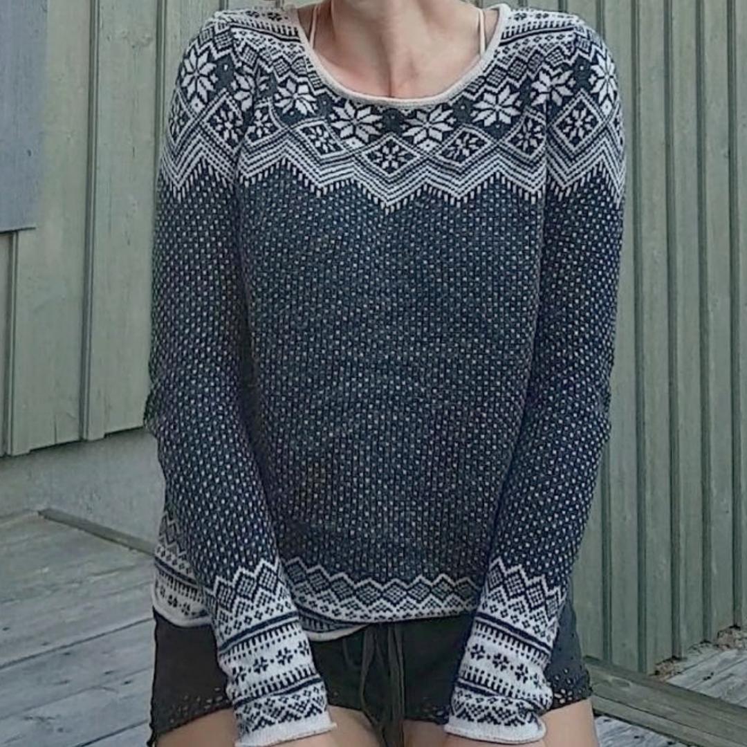 Jättemysig grå tröja från HM. Storlek XS men ganska stor i storleken (den passar på mig som brukar ha M). Stickat.
