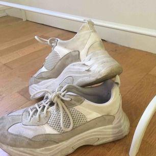 skor, använt fåtal gånger, går att tvätta upp lite!