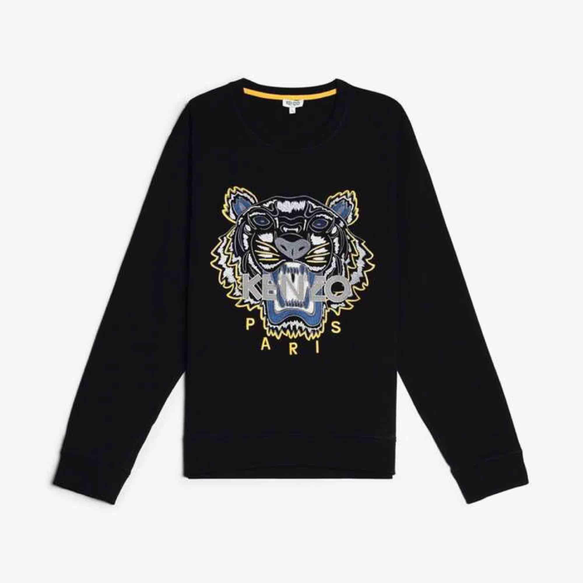 En helt ny kenzo tröja från nk i Göteborg om du vill ha mer bilder så skicka de till mig och vi kan prata om tröjan och kanske priset. Toppar.