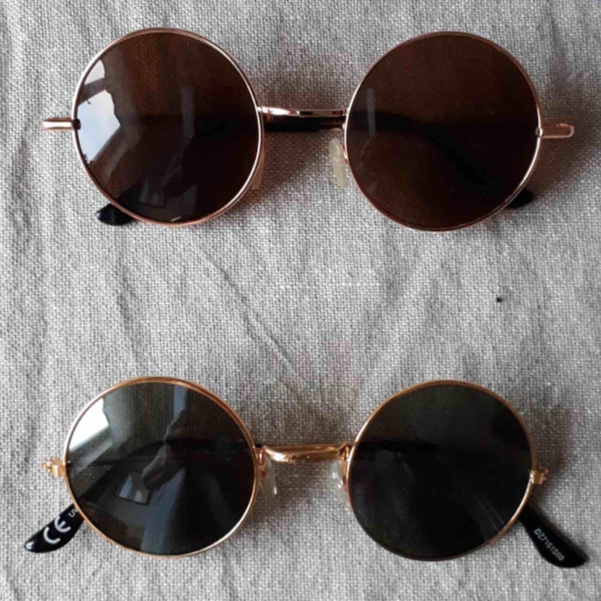 Solglasögon 50 kr, frakt tillkommer :)  De understa är sålda . Accessoarer.