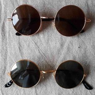 Solglasögon 50 kr, frakt tillkommer :)  De understa är sålda