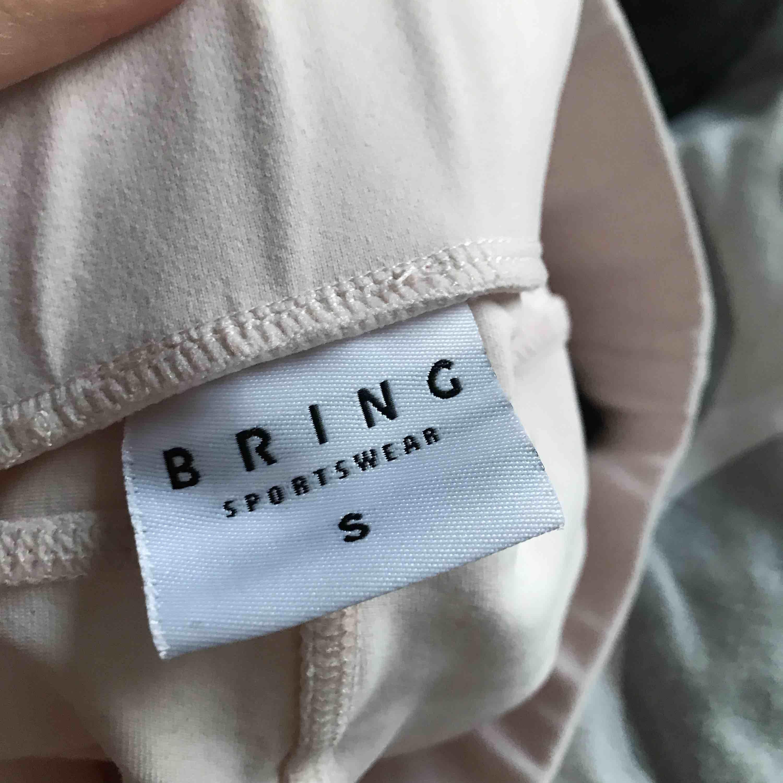 Säljer dessa snygga träningstights från Bring. Aldrig använda.   Kan fraktas 🌸. Jeans & Byxor.