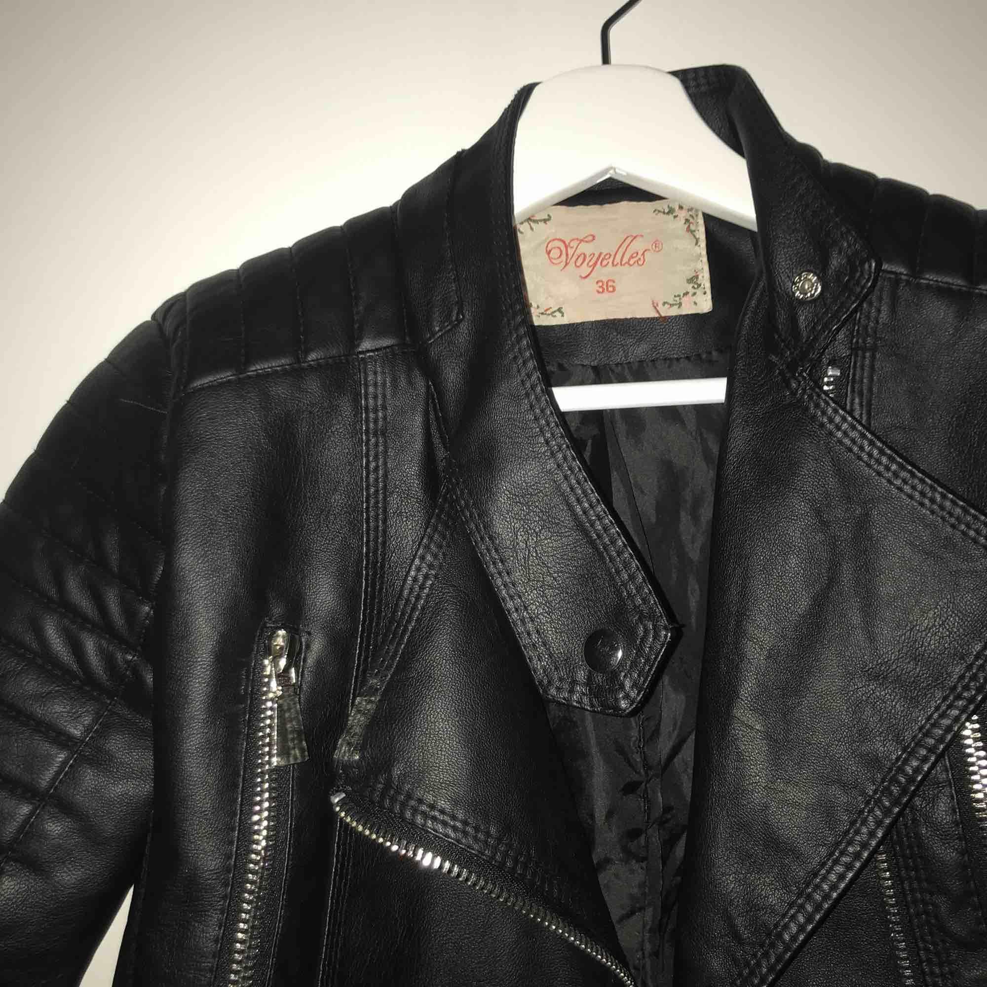Supersnygg moto jacket köpt på Chiquelle för 600kr Beställde XS men skulle säga att den passar som en S❤️ Du står för frakten. Jackor.