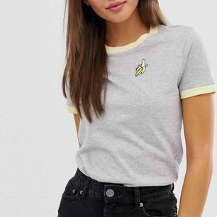 T-shirt knappt använd, kan bli din för bara 79 spänn. Köpt på Asos, använd 1-2 gånger.