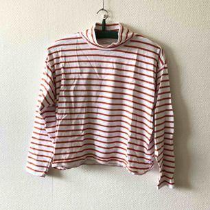 Mjukaste & skönaste tröjan någonsin kan nu bli din, pass på! | • Monki • Storlek S, true to size men något boxig i modellen • 100% bomull • Sparsamt använd, superfint skick • + Frakt 59kr