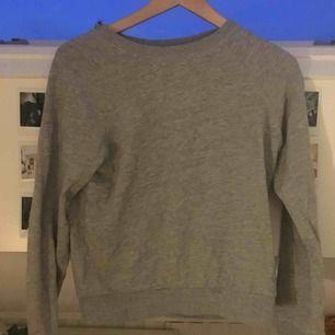 Superskön tröja från hm i superfint skick. Köpare står för frakt kan även mötas upp i Uppsala.