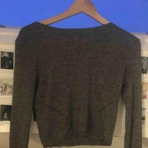 Jättefin tröja ifrån hm i storlek S i superfint skick. Lite figursydd men inte tight. Pris kan diskuteras, köpare står för frakt kan även mötas i Uppsala