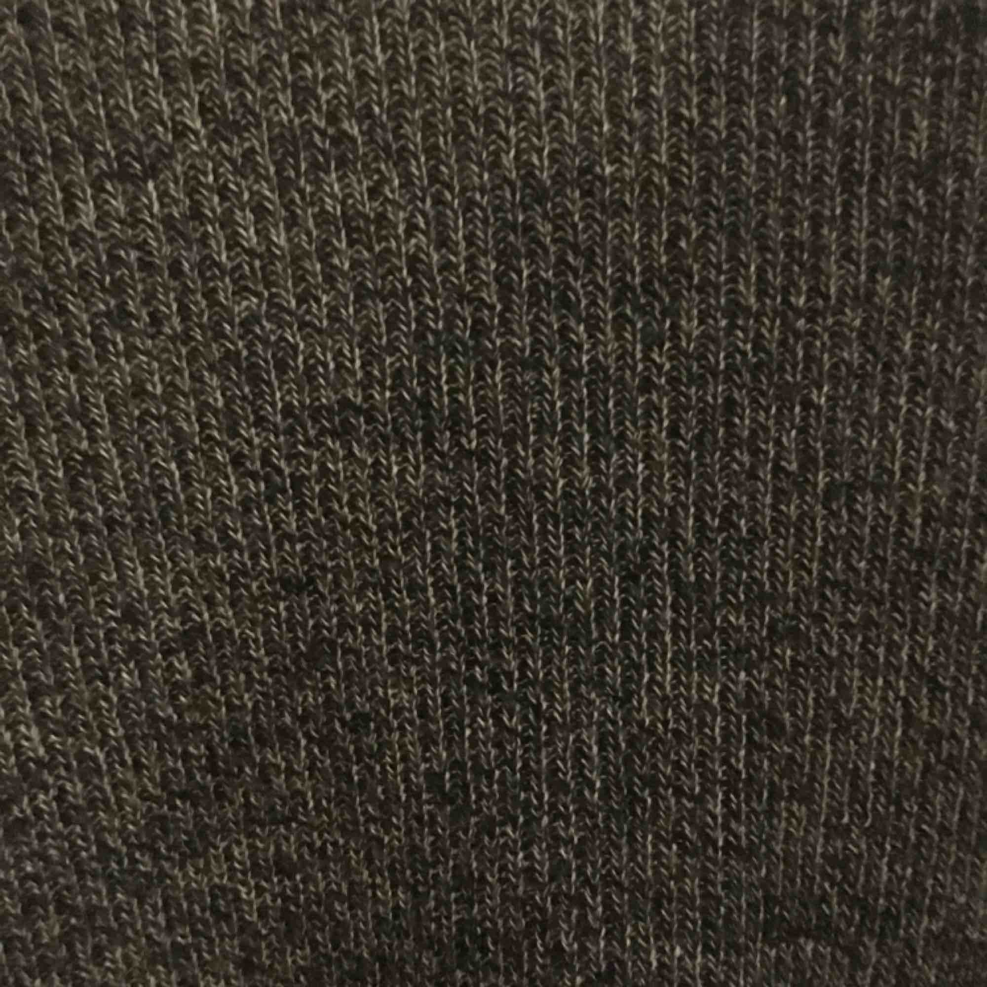 Jättefin tröja ifrån hm i storlek S i superfint skick. Lite figursydd men inte tight. Pris kan diskuteras, köpare står för frakt kan även mötas i Uppsala . Toppar.