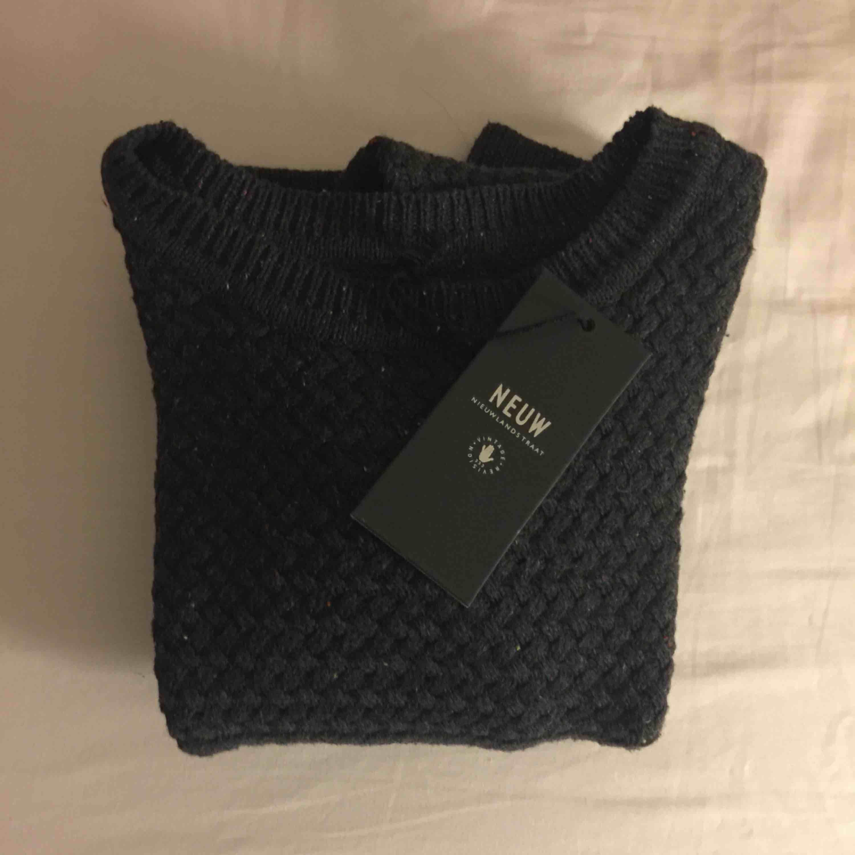 Helt ny sweatshirt från NEUW i storlek S. Köpt för 799 kr.. Huvtröjor & Träningströjor.