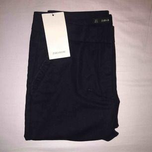 Kostymbyxor från Zara. Lapp kvar. Inköpt för 349 kr.