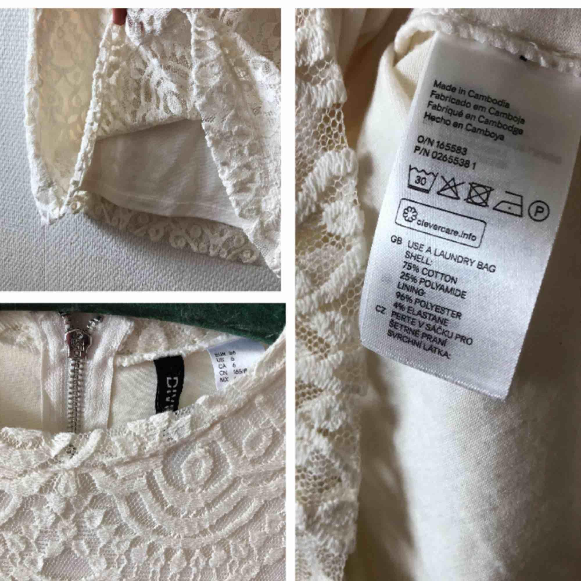 Sagolik spetsklänning som vill bli buren med kärlek | • H&M Divided • Storlek 36, tajt så vill en ha den luftigare sitter den fint på en 34 • För material, se bild 3 • Mycket sparsamt använd, superfint skick • + Frakt 59kr . Klänningar.