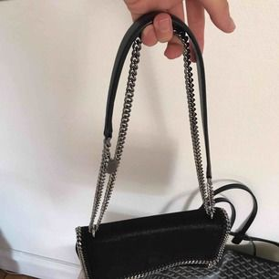 Ny väska, kvitto, påse och dustbag finns! Snygg modell