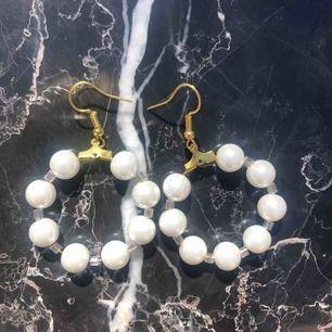 Helt nya, oanvända örhängen. Äkta glaspärlor 🌞 5 kr frakt
