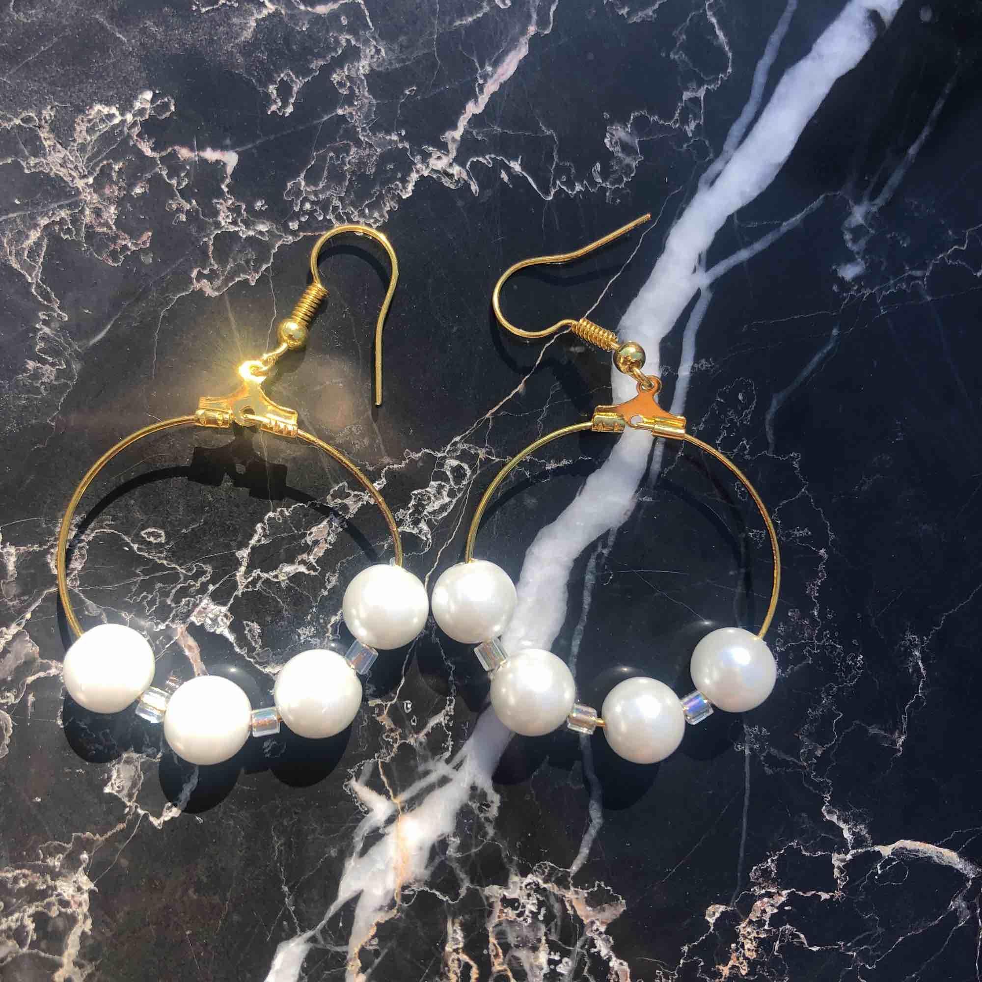 Nya oanvända örhängen med äkta glaspärlor 🌞 5 kr frakt. Accessoarer.