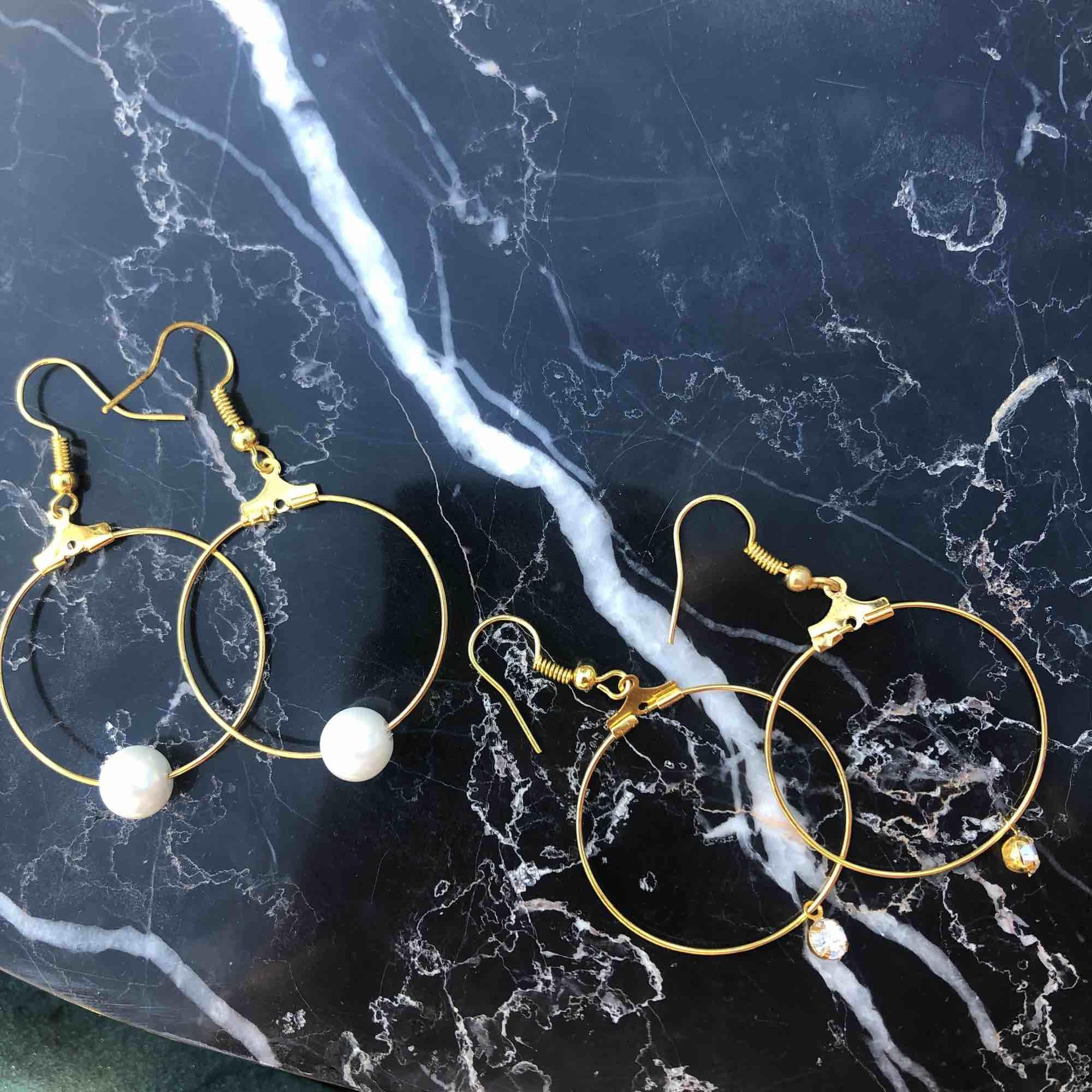 Helt oanvända nya örhängen med äkta glaspärlor! 5 kr frakt 🌞. Accessoarer.