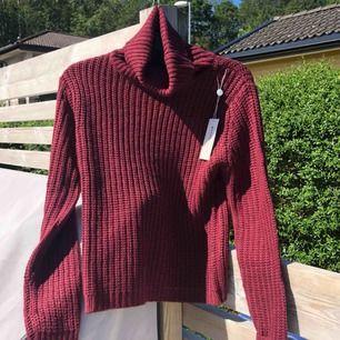 Oanvänd stickad tröja från Rut&Circle, säljer då den inte har kommit till användning, prislapp kvar!