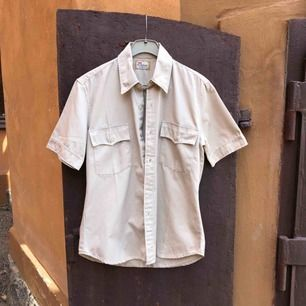 Levis skjorta  STA-PREST i fint skick. Från sent 90-tal.