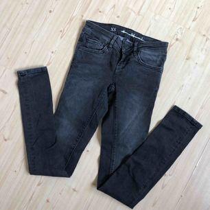 Gråa jeans xs