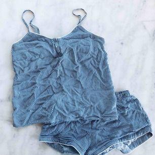Supersöt pyjamas från H&M, använd 1 gång. Storlek XS och är för liten för mig.. 50 kr + frakt ✨