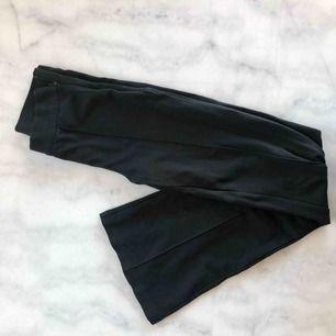 Kostym/mjukis-byxor från Cubus. Fina men lite för små för mig.. passar mig perfekt i längden (161 cm lång). 60 kr + frakt 😇