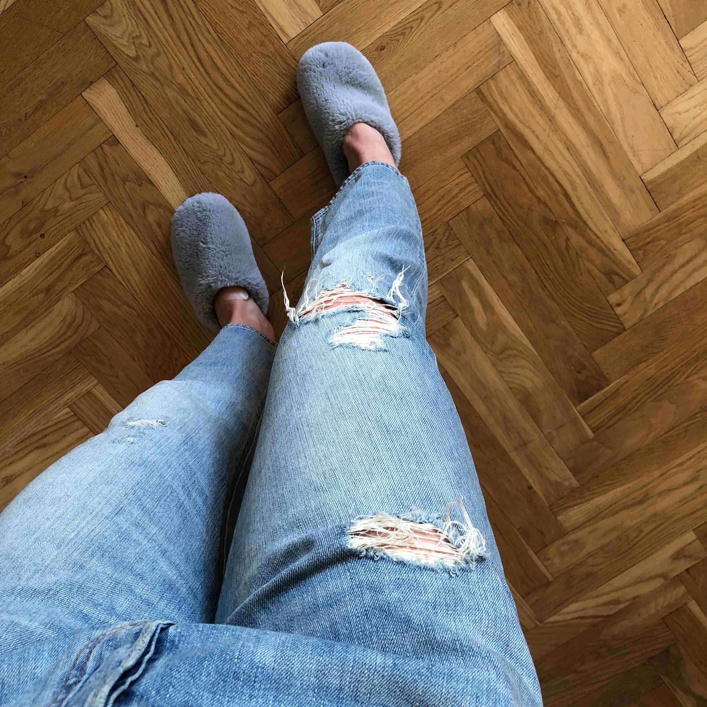 Levis 501 med låg midja. Sparsamt använda. Uppskattad storlek: Large. Säljes för 100 kr (frakt tillkommer) 🌸. Jeans & Byxor.