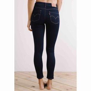 Levi 721 High Rise Skinny- jeans i storlek w30. Stretchiga. Nypris ca 899kr.