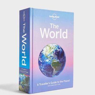 Asball bok resebok. Över 900-sidor med fina foton och massor av information om länder och deras städer. Står om väder kring säsongerna, mat, kultur, trivia, transport, övrig information.  Köparen står för frakt. Inköpt för 350 utomlands.
