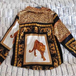 Skjorta/blus från boohoo, aldrig använd. Storlek 36