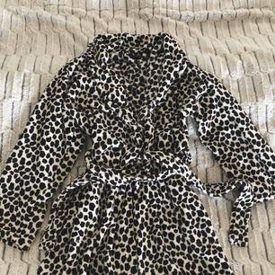 Morgonrock i fleece från Missya, köpt på Boozt. Knappt använd, storlek S