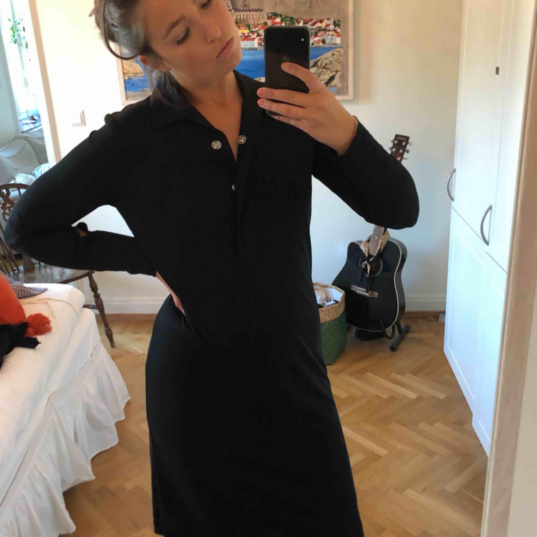 Tiger of sweden svart skjortklänning. Endast använd ett fåtal gånger. Klänningar.