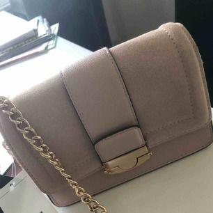 Oanvänd Väska från H&M,   Köparen står för frakt