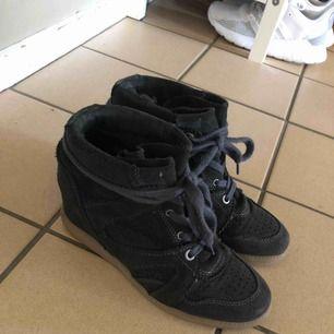 Pavement skor, stl 37, använd fåtal gånger, därför säljs billigt