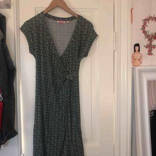 Superfin, stretchig tunika/klänning från Indiska. Faller fint på kroppen och är väldigt skön. Frakten ingår!!