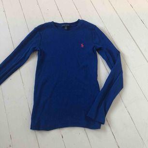 En långärmad tröja från Ralph Lauren, ser ut som ny!!  Frakt tillkommer