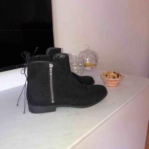 Helt nya och oanvända, inte ens provade! Svarta skor, perfekta höst skon, köpte fel storlek.
