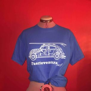 Snygg retro T-shirt från Fuerteventura. Mjukt tyg och knappt använt helt i nyskick. Gillar den men får aldrig användning för den (har för mycket kläder) #tshirt
