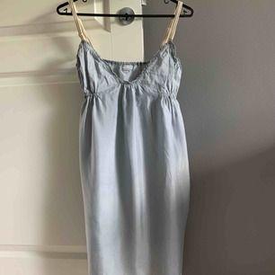 Silk klänning från Hunkydory. St M
