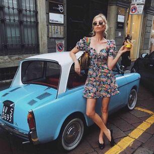 Flower dress från Elsa Hosk x BikBok i storleken S🌻🌸🍃 Mycket fint skick. Frakt 36kr💌
