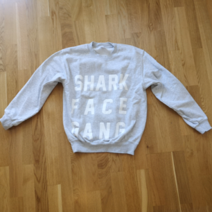 Macklemore merch. Shark Face Gang.  Kan mötas i Stockholmstrakten alternativt betalar köparen för frakten