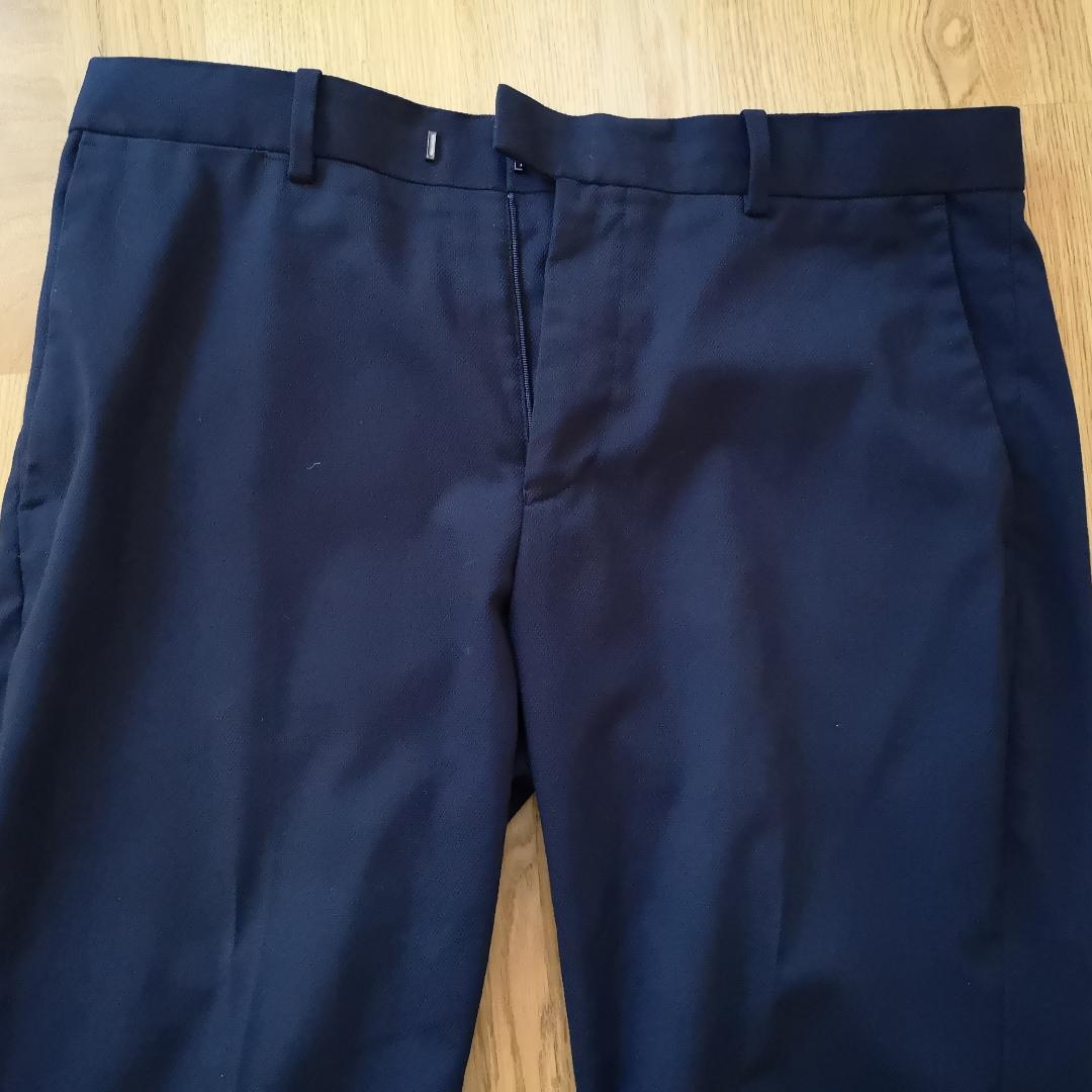 Byxor med pressveck.  Kan mötas i Stockholmstrakten alternativt betalar köparen för frakten . Jeans & Byxor.