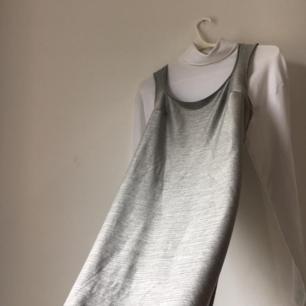 lång 90s silver klänning som sitter tajt!