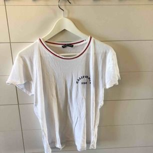 Lätt croppad T-shirt från Brandy Melville! Märkt one size men skulle säga XS-S. Frakt 50kr eller möter upp i Kristinehamn