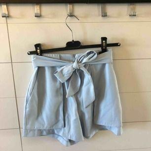 Jättegulliga shorts från Monki! Storlek 34 men skulle säga att de är mer åt 36. Frakt 50kr eller möter upp i Kristinehamn