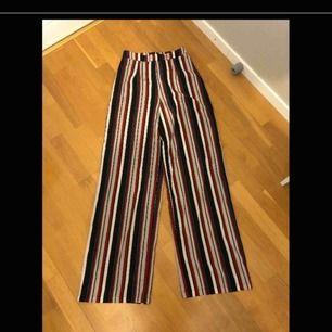 Randiga kostymbyxor köpta på Asos i storlek 34. Frakt 50kr eller möter upp i Kristinehamn
