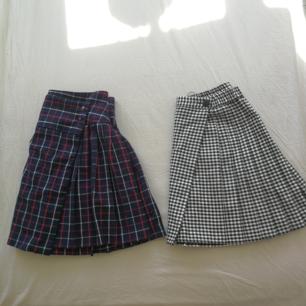 Super söta skjolar! den svart rutiga kjolen är strl 134, jag kan ha strl xs men det är lite stort och kan ha den men den är lite kort. Den andra kjolen är strl xs.💞